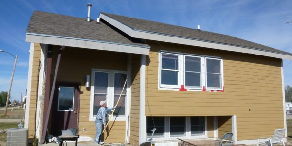 Should-You-Use-a-Brush-or-Sprayer-for-Exterior-Painting